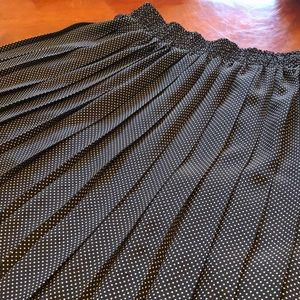Maggie Barnes Pleated skirt